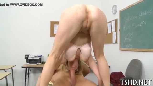 Euro girl with tight body fucking for her rent